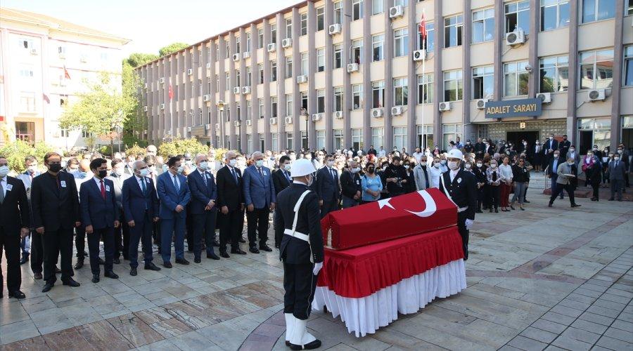 Aydın'da evinde ölü bulunan hakim için adliyede tören